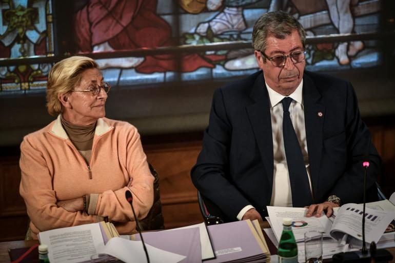 Les époux Balkany lors du conseil municipal de Levallois-Perret, le 15 avril 2019.