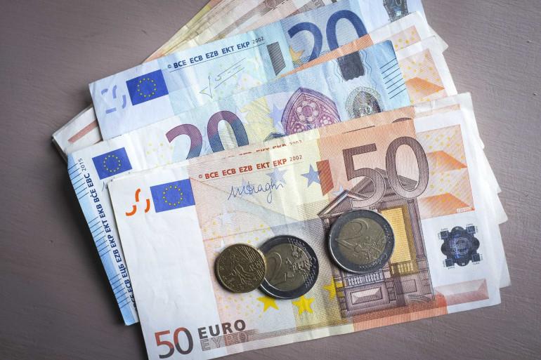 Des billets et des pièces en euros (Illustration)