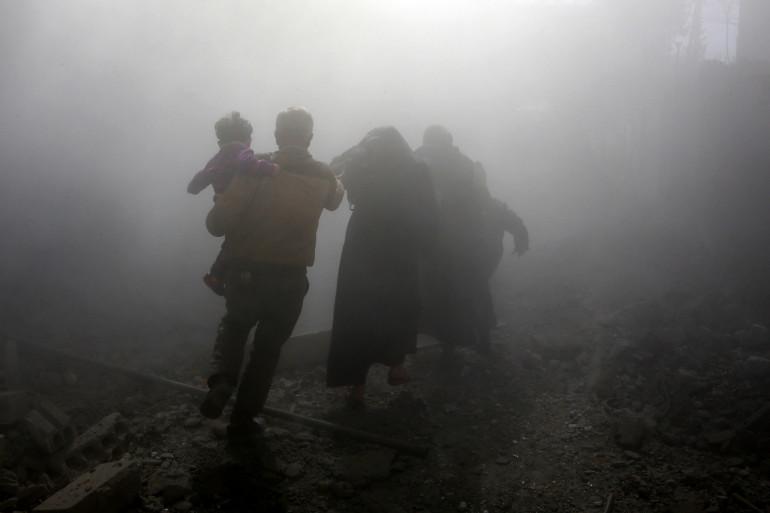 Une famille syrienne prise dans les frappes aériennes à Jisreen