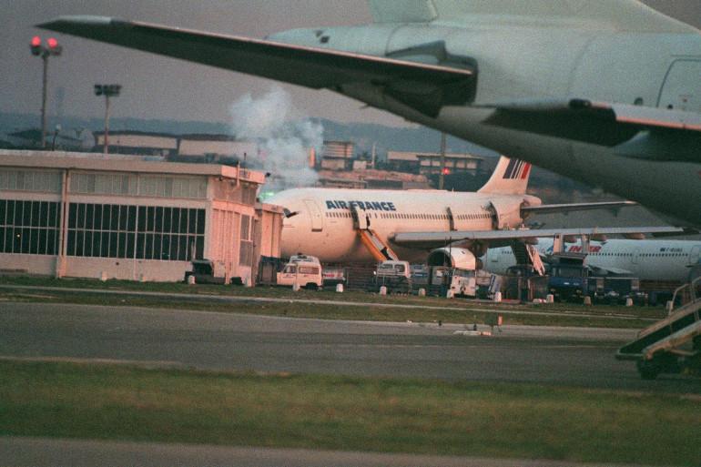 Le 26 décembre 1994, le GIGN lance l'assaut sur le vol Alger-Paris, contrôlé par quatre terroristes et détourné sur Marignane.