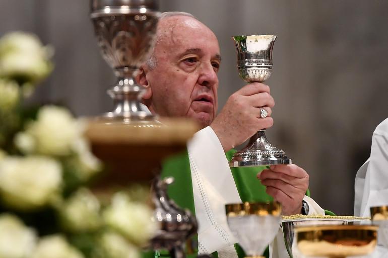 Le Pape François célèbre la messe (illustration)