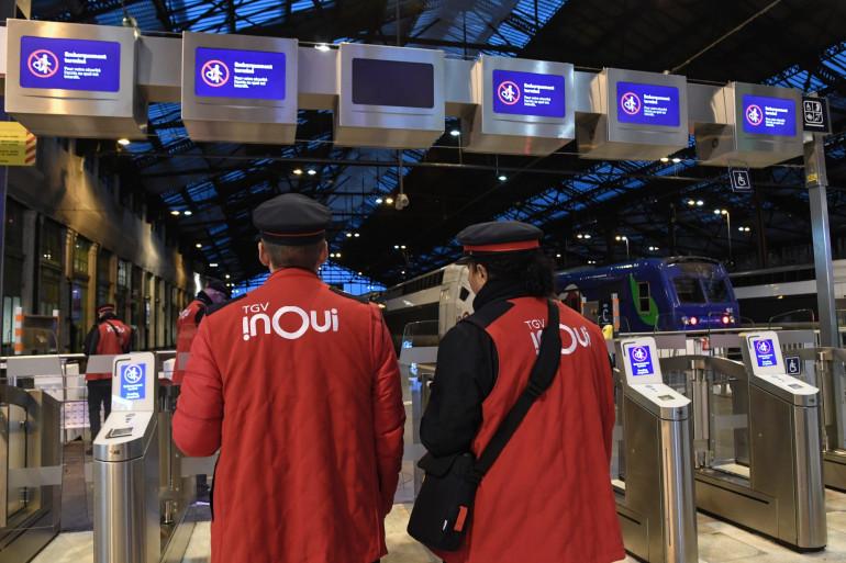Des agents de la SNCF à la gare de Lyon pendant l'épidémie de coronavirus (illustration).