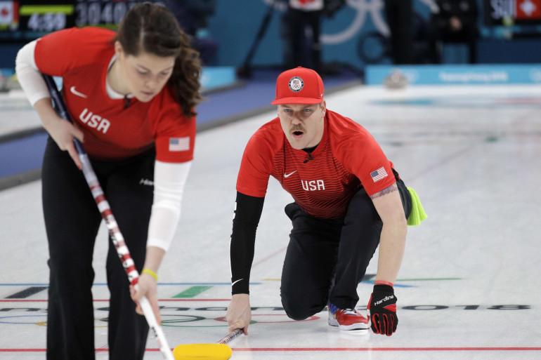 Le joueur de curling Matt Hamilton, dans l'équipe olympique américaine, a été comparé à Mario sur les réseaux sociaux.