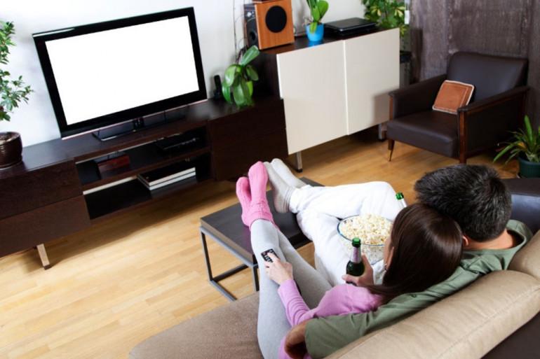 Selon une étude menée par Élite Rencontre, près de 40 % des Français se sentent inspirés par les histoires romantiques des séries TV
