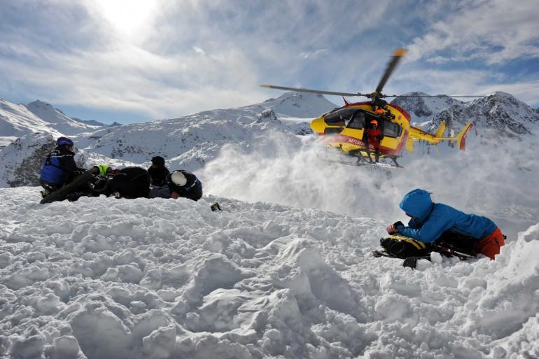 Sauvetage d'un skieur pris dans une avalanche (illustration)