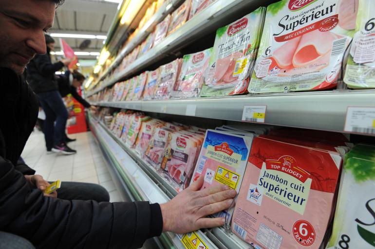 Un rayon jambon dans un supermarché de Nîmes (Illustration)