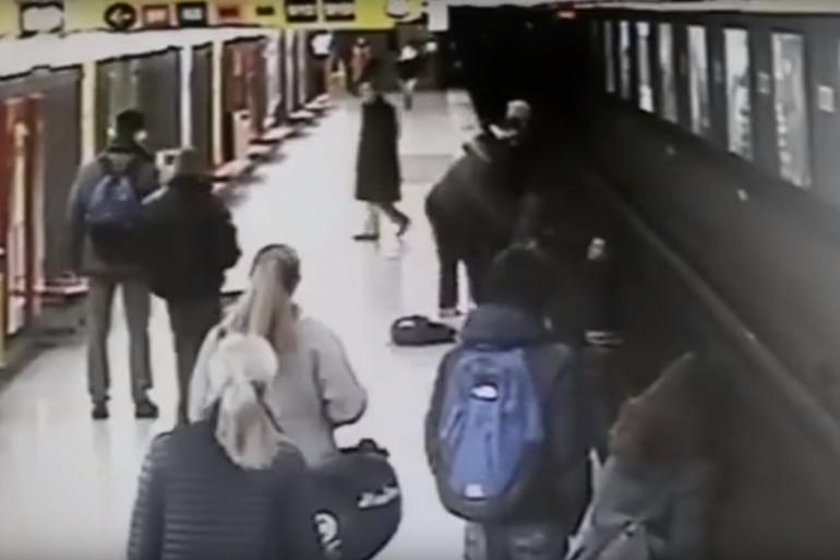 Lorenzo Pianazza a sauvé un enfant de 2 ans tombé sur les rails du métro de Milan