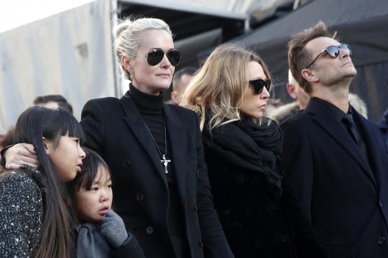 Laeticia Hallyday entourée de Jade, Joy, Laura Smet et David Hallyday, le 9 décembre 2017