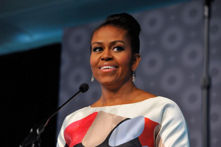 """Michelle Obama écrit une critique élogieuse sur """"Black Panther"""""""