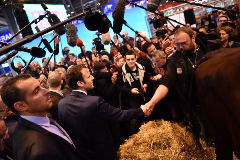 Le candidat Emmanuel Macron au Salon de l'Agriculture, le 1er mars 2017