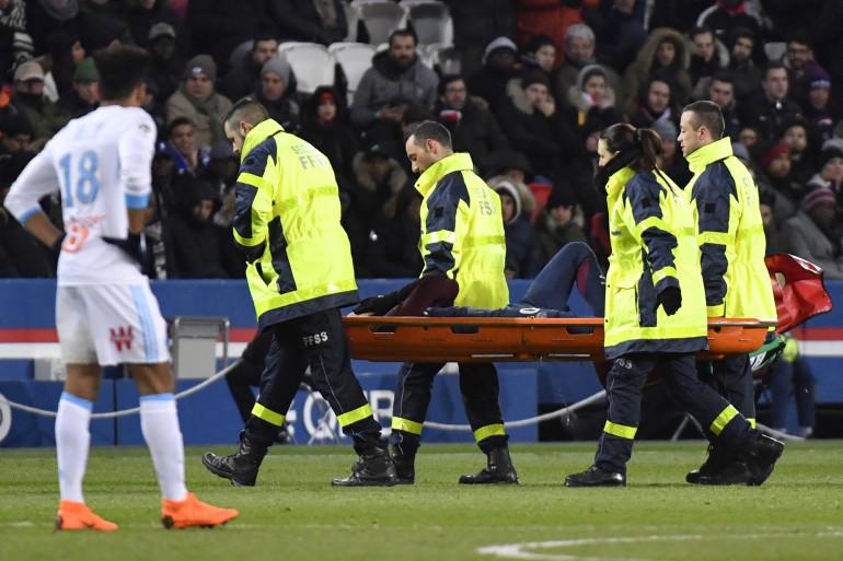 Neymar évacué sur civière dimanche 25 février 2018