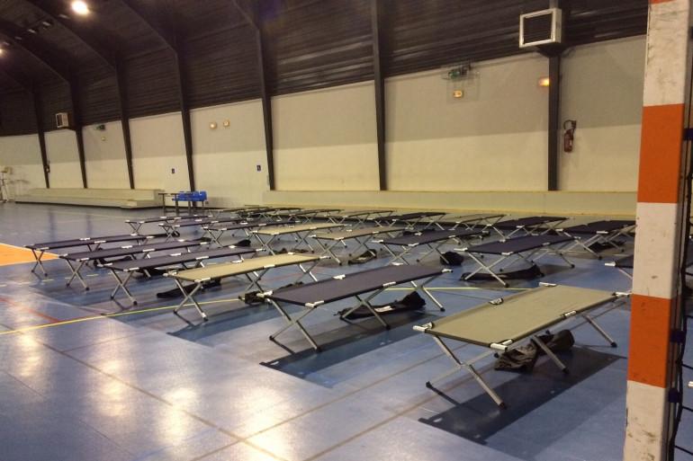 Un gymnase de Montpellier a accueilli des naufragés de la route.