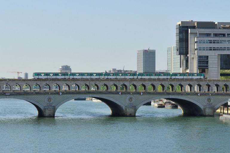 Le pont de Bercy à Paris le 23 avril 2015