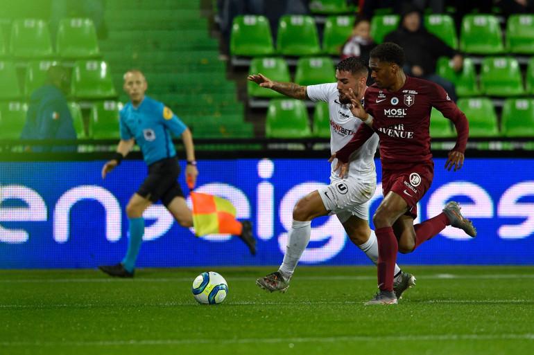 Manuel Cabit, le défenseur de Metz, affronte Andy Delort (Montpellier), le 11 février 2019
