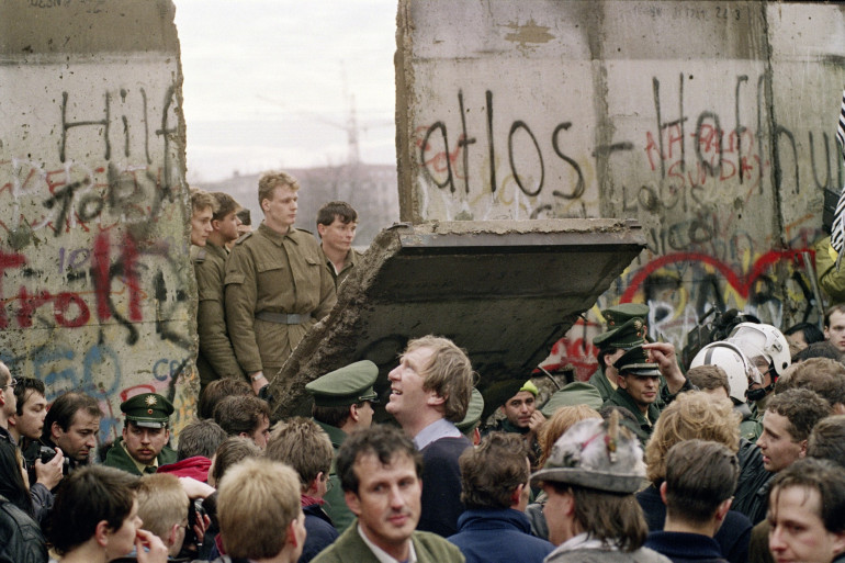 Un pan du Mur de Berlin tombé abattu au matin du 11 novembre 1989