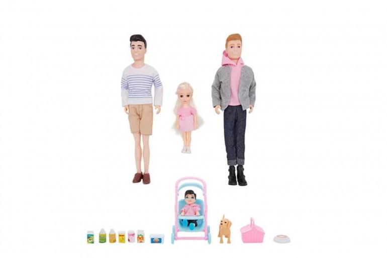 Les familles de poupées homoparentales sont vendues par la marque australienne Kmart pour 15 dollars (environ 9 euros).
