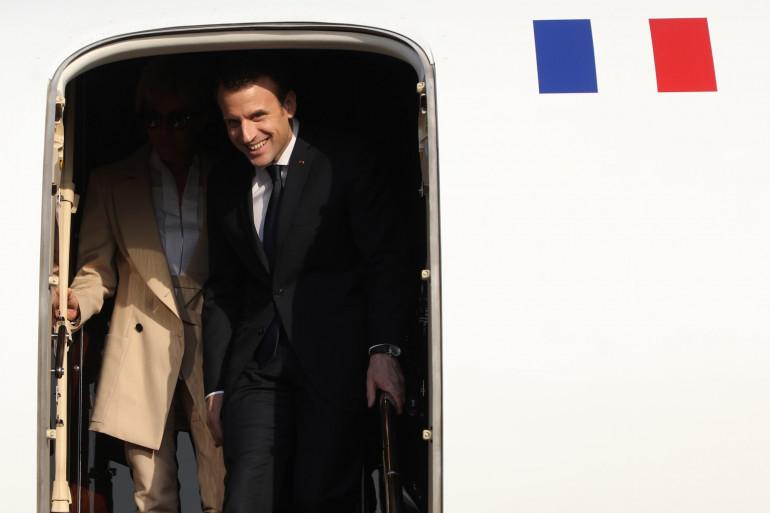 Emmanuel Macron et son épouse Brigitte à l'aéroport indien d'Agra, le 11 mars 2018
