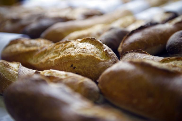 Des baguettes dans une boulangerie (illustration)