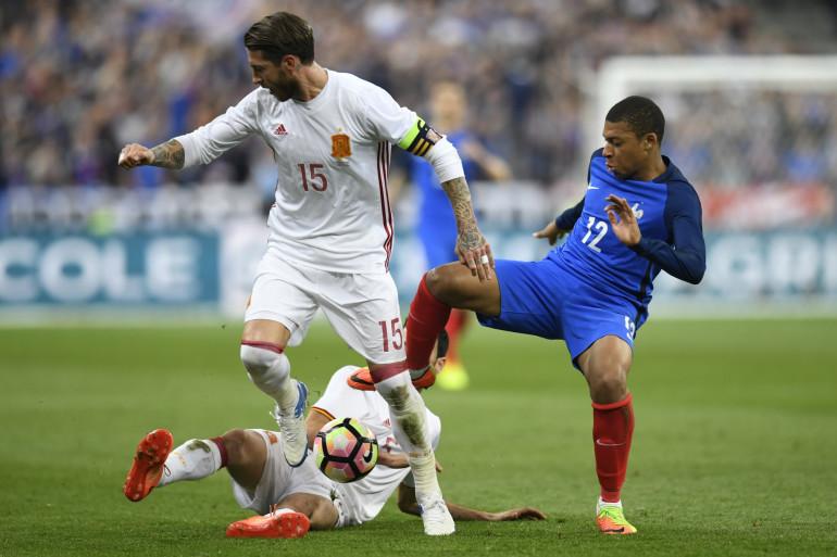 Kylian Mbappé avec la France face à l'Espagne de Sergio Ramos le 28 mars 2017 à Saint-Denis (0-1)