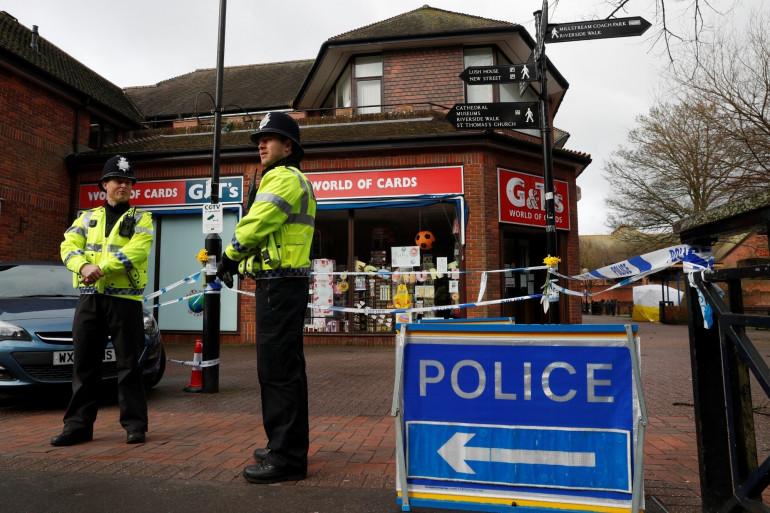 Des policiers à Salisbury, ville où un ancien espion russe a été empoisonné