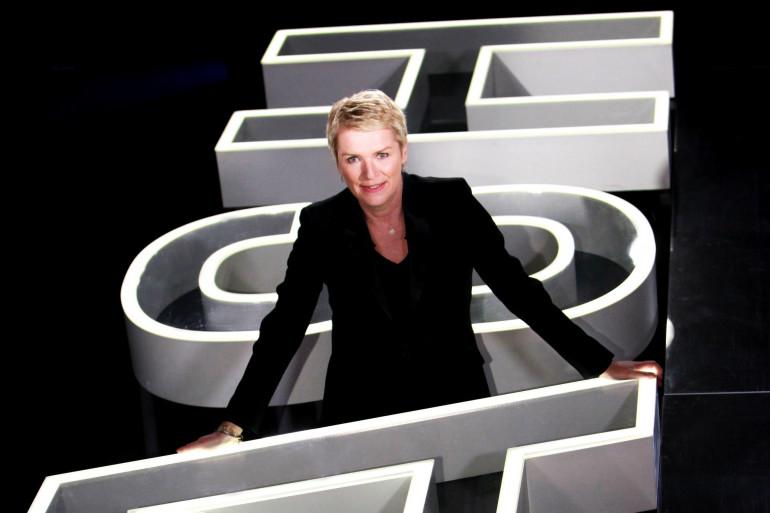 """Elise Lucet présente l'émission """"Cash Investigation"""" sur France 2"""