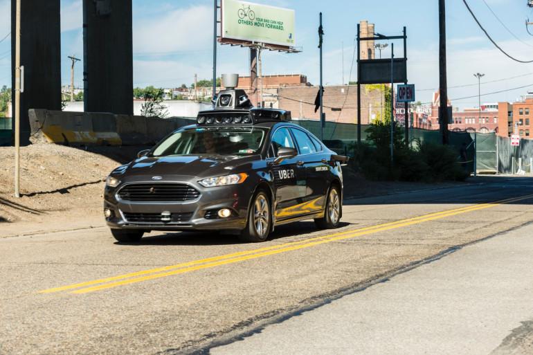 Une voiture autonome Uber à Pittsburgh (États-Unis)