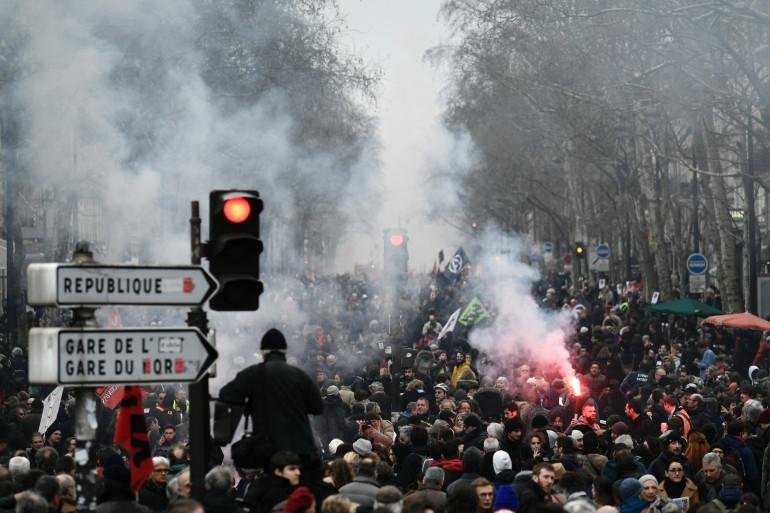 Plusieurs dizaines de milliers de personnes ont manifesté dans les rues de Paris jeudi 22 mars
