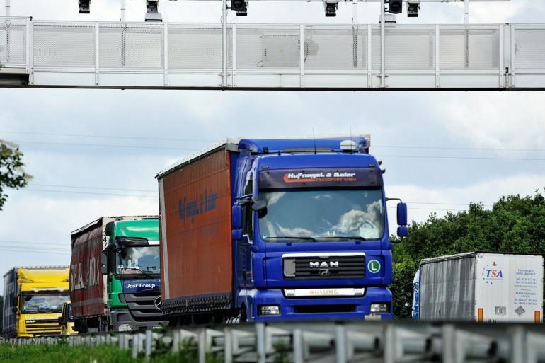 Des camions sur une autoroute (photo d'illustration)