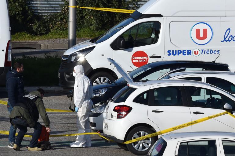 La voiture du suspect, sur le parking du Super U de Trèbes, vendredi 23 mars 2018