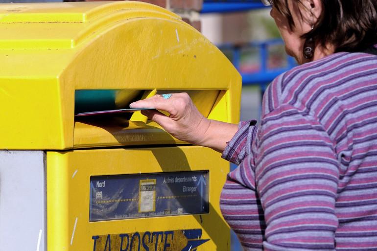 La Poste : une boîte aux lettres