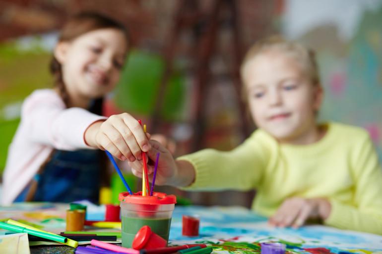 Des enfants qui font une activité (illustration).