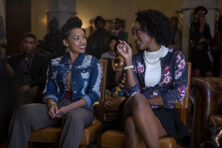 """Logan Browning et Antoinette Robertson dans la série Netflix """"Dear White People"""""""