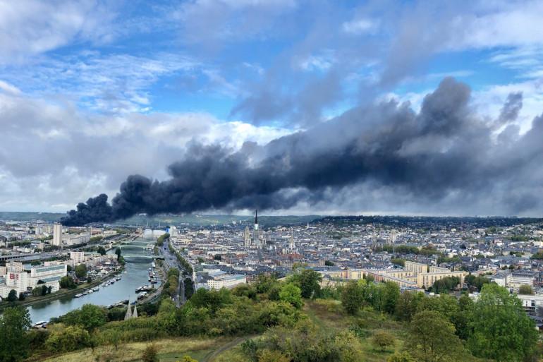 L'impressionnant panache de fumée lié à l'incendie de l'usine Lubrizol le 26/09/19