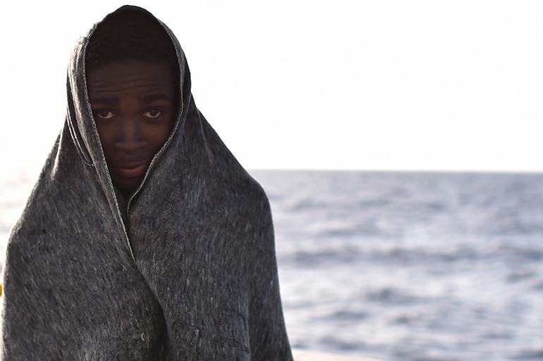 Un jeune migrant rescapé du bateau Aquarius le 24 mai 2016.