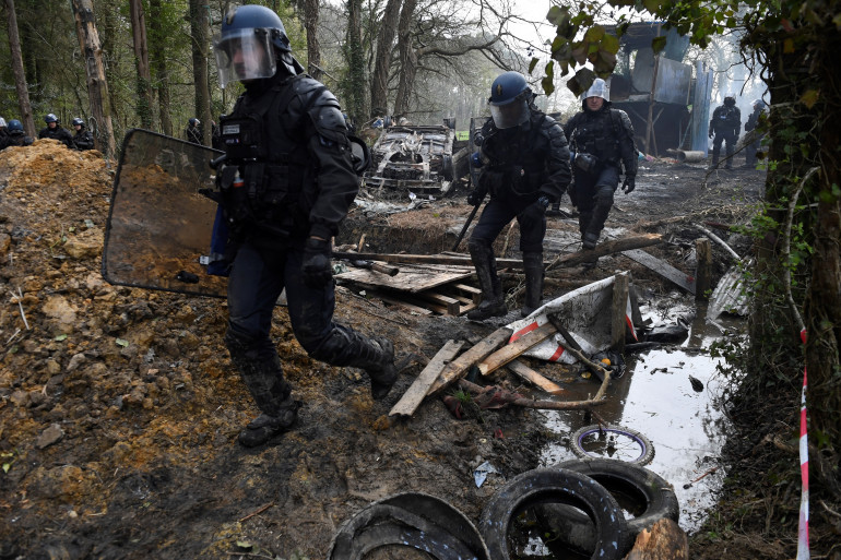 Notre-Dame-des-Landes : l'évacuation de la ZAD donne lieu à des affrontements avec les forces de l'ordre (illustration)