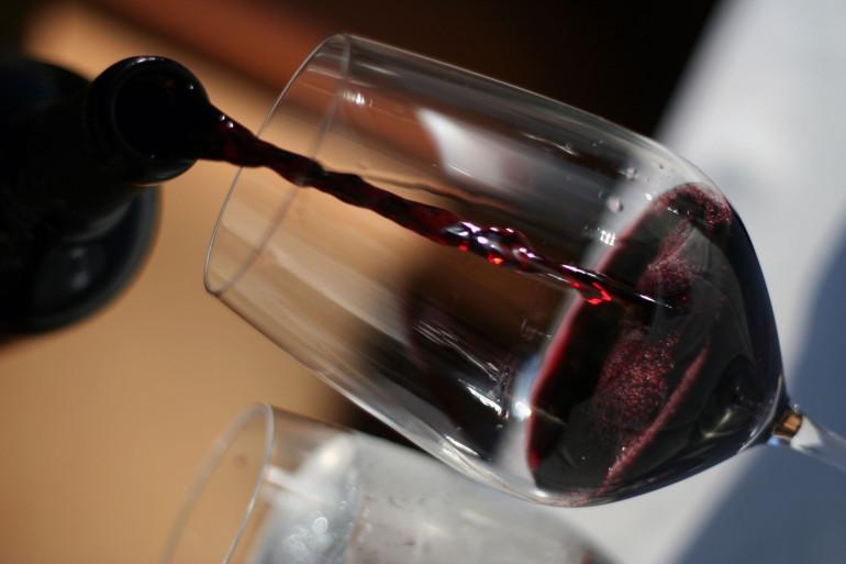 Un verre de vin rouge (illustration)