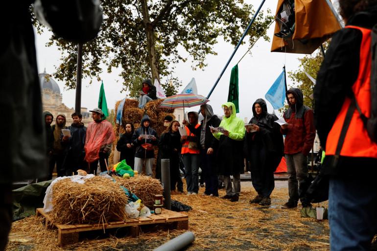 Des militants d'Extinction Rebellion à Paris, le 8 octobre 2019