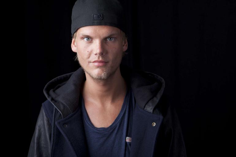 """Le DJ suédois Avicii (de son vrai nom Tim Bergling) est décédé vendredi 20 avril à l'âge de 28 ans. Son titre """"Wake Me Up"""", sorti en 2013, avait fait plus d'1,5 milliard de vues sur YouTube."""