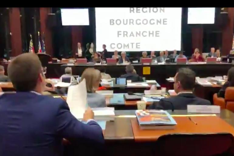L'élu Julien Odoul a demandé à ce qu'une accompagntrice de sortie scolaire retire son voile lors d'une séance publique du Conseil régional de Bourgogne-Franche-Comté vendredi 11 octobre.