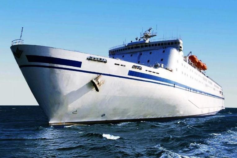 OFW Ships, la société française OFW Ships, la société qui dessale et embouteille de l'eau de mer directement depuis un navire.