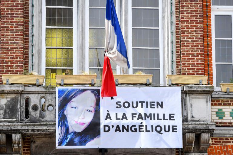 Une banderole de soutien pour la famille d'Angélique a été déployée à Wambrechies