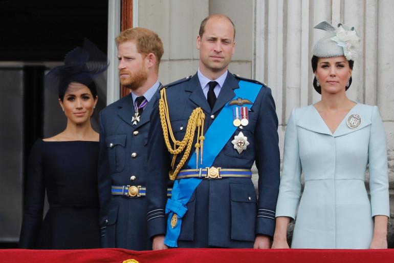 Les princes Harry et William entourés de leurs femmes respectives Meghan Markle et Kate Middleton