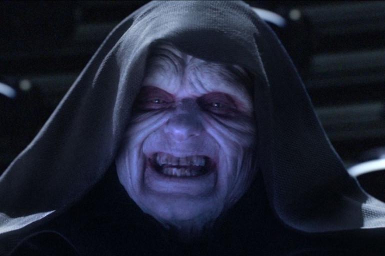 L'Empereur Palpatine est l'un des plus puissants seigneurs noirs des Sith (côté obscur de la Force) dans les deux trilogies.