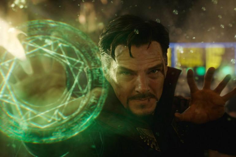 Doctor Strange utilisant la Pierre du Temps