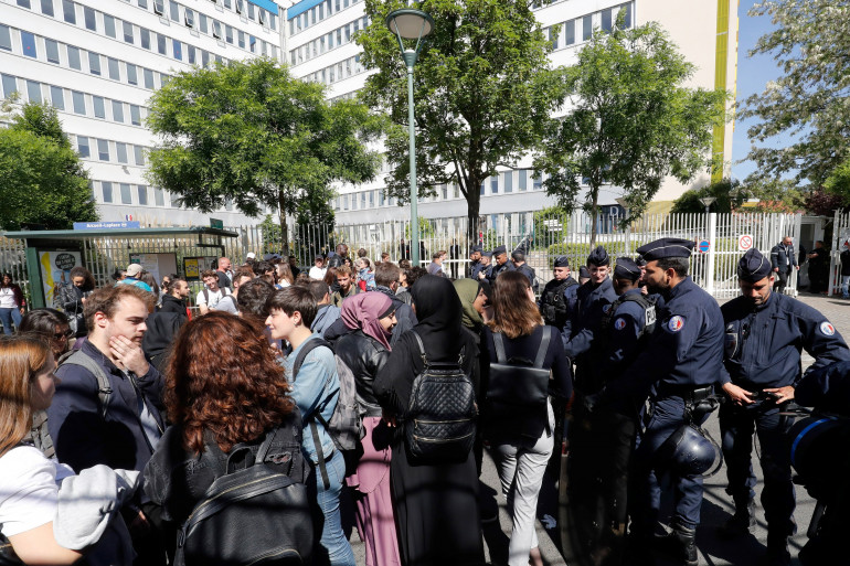 Des opposants à la loi Vidal bloquent la maison des examens d'Arcueil le 11 mai 2018