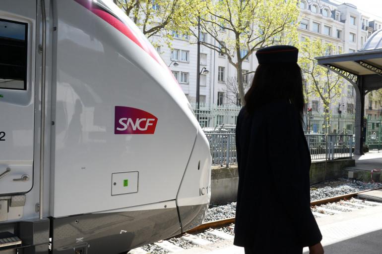 Une agent de la SNCF à la Gare de l'Est à Paris (illustration)