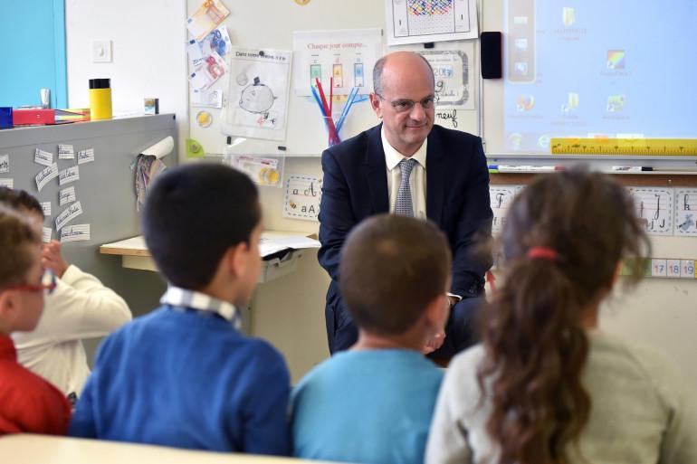 Le ministre de l'Éducation nationale Jean-Michel Blanquer, le 24 novembre 2017 dans une école de Toulouse