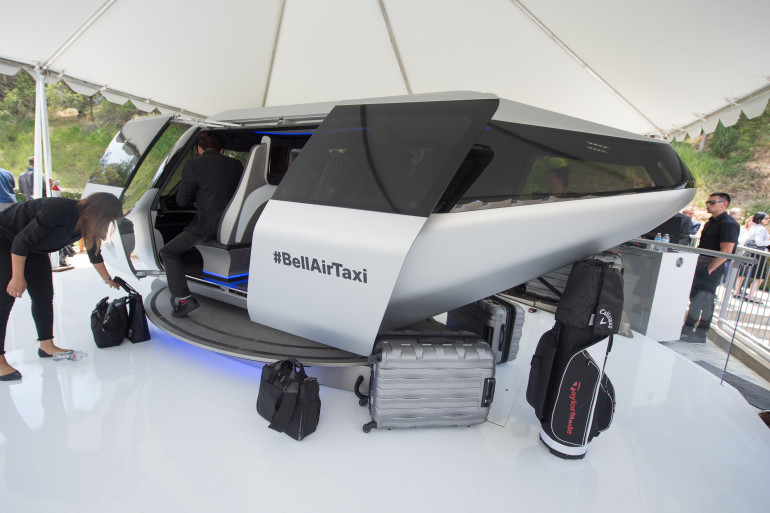 Un prototype de taxi volant présenté lors d'un sommet organisé par Uber Elevate à Los Angeles le 8 mai 2018.