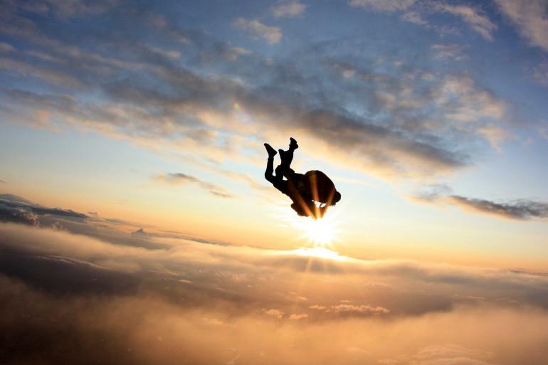 Un saut en parachute en tandem au-dessus du bassin d'Arcachon, en Gironde (illustration)