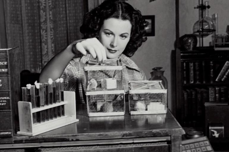 Quand elle n'était pas sur un plateau de tournage, Hedy Lamarr passait son temps à inventer.